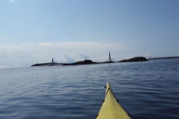 På utsiden av Havsøya en stille sommermorgen.
