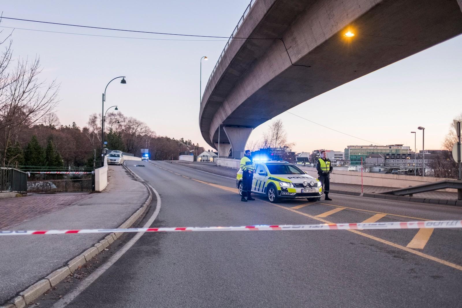 En mann er død etter en skyting med politiet i Kristiansand natt til søndag.