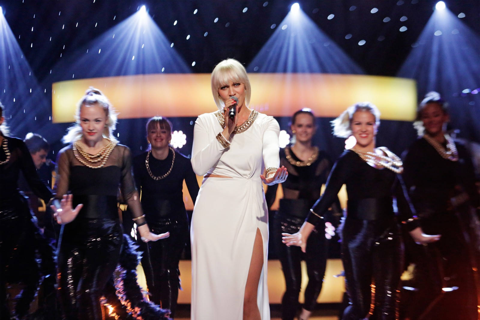 Marian Aas Hansen med hennes dansere da hun sang en av Marvin Gayes sine absolutte klassikere.