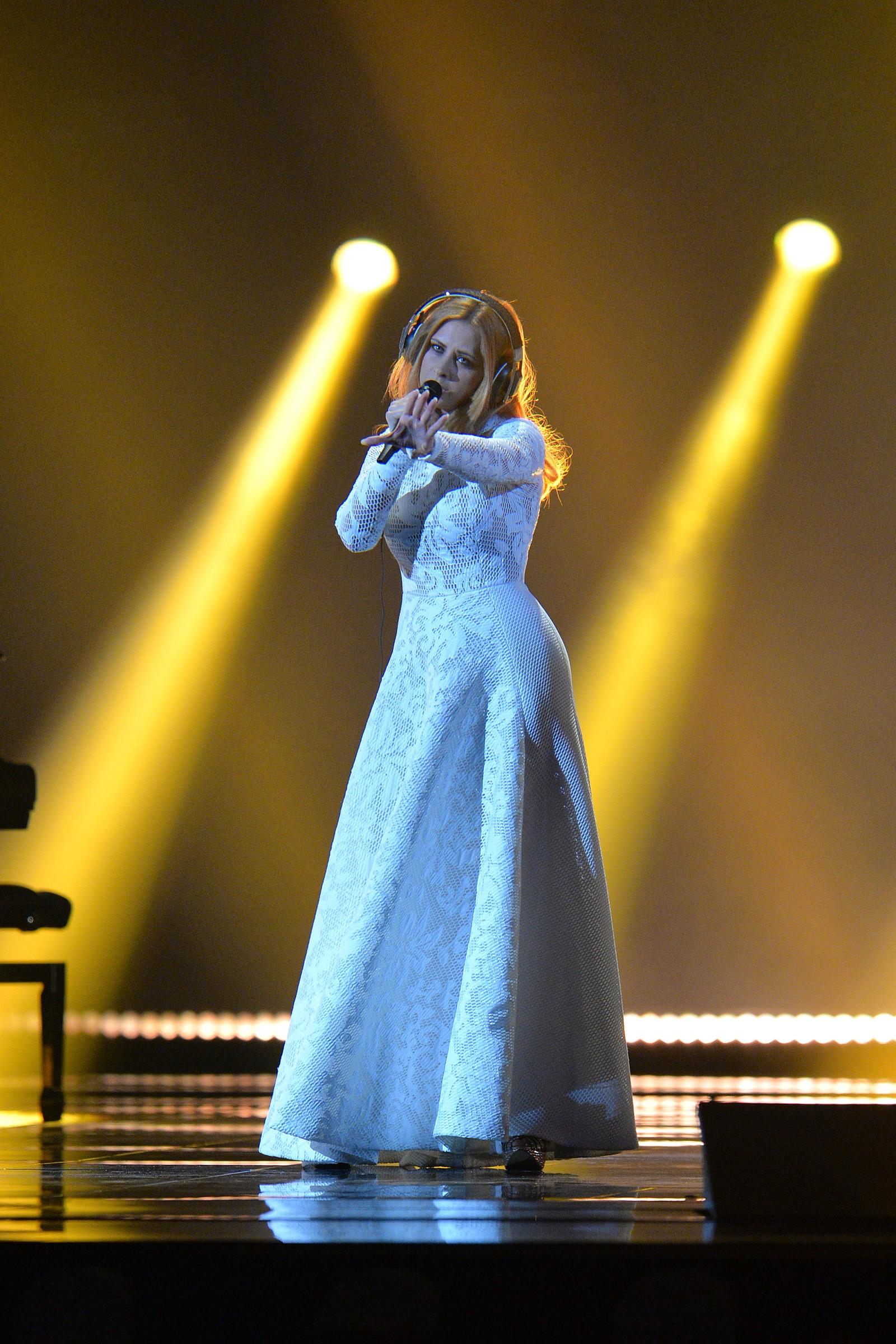 Maraaya fra Slovenia synger at hun er «Here For You» som artist nummer 16. Her fra onsdagens kostymeprøver.
