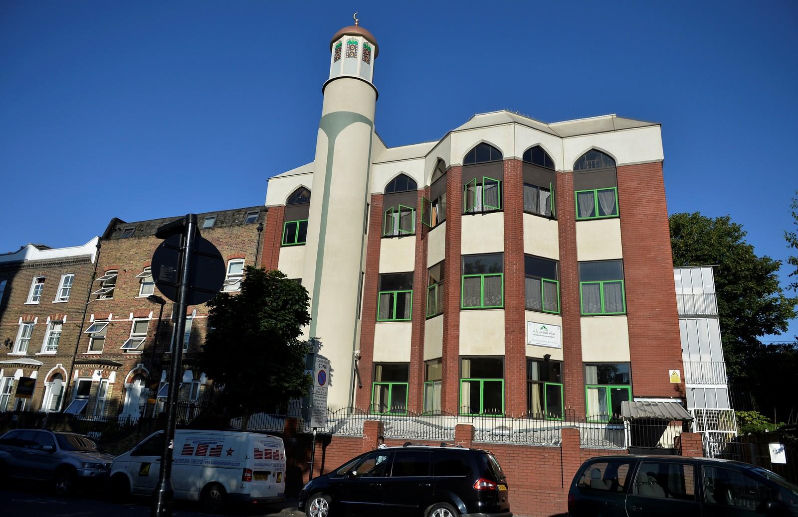 Bilde av Finsbury Park moskeen nord i London, som angrepet skjedde i nærheten av.