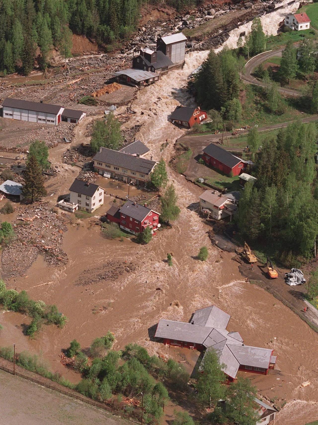 Elven Moksa på Tretten tok seg et nytt løp under flommen i 1995.