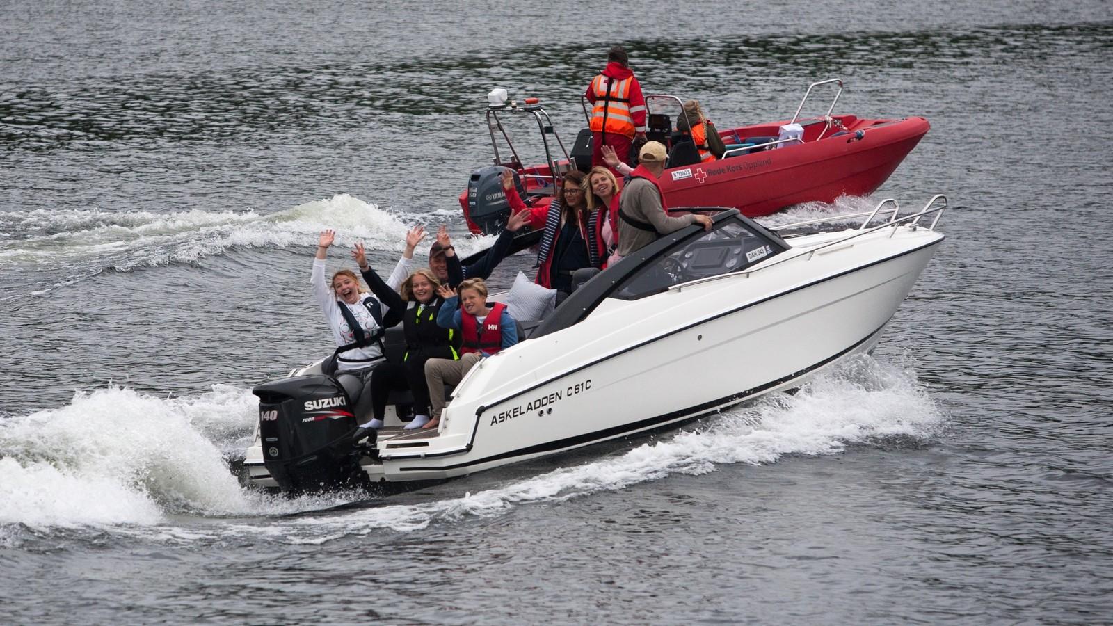 Svært mange småbåter har fulgt deler av seilaset.