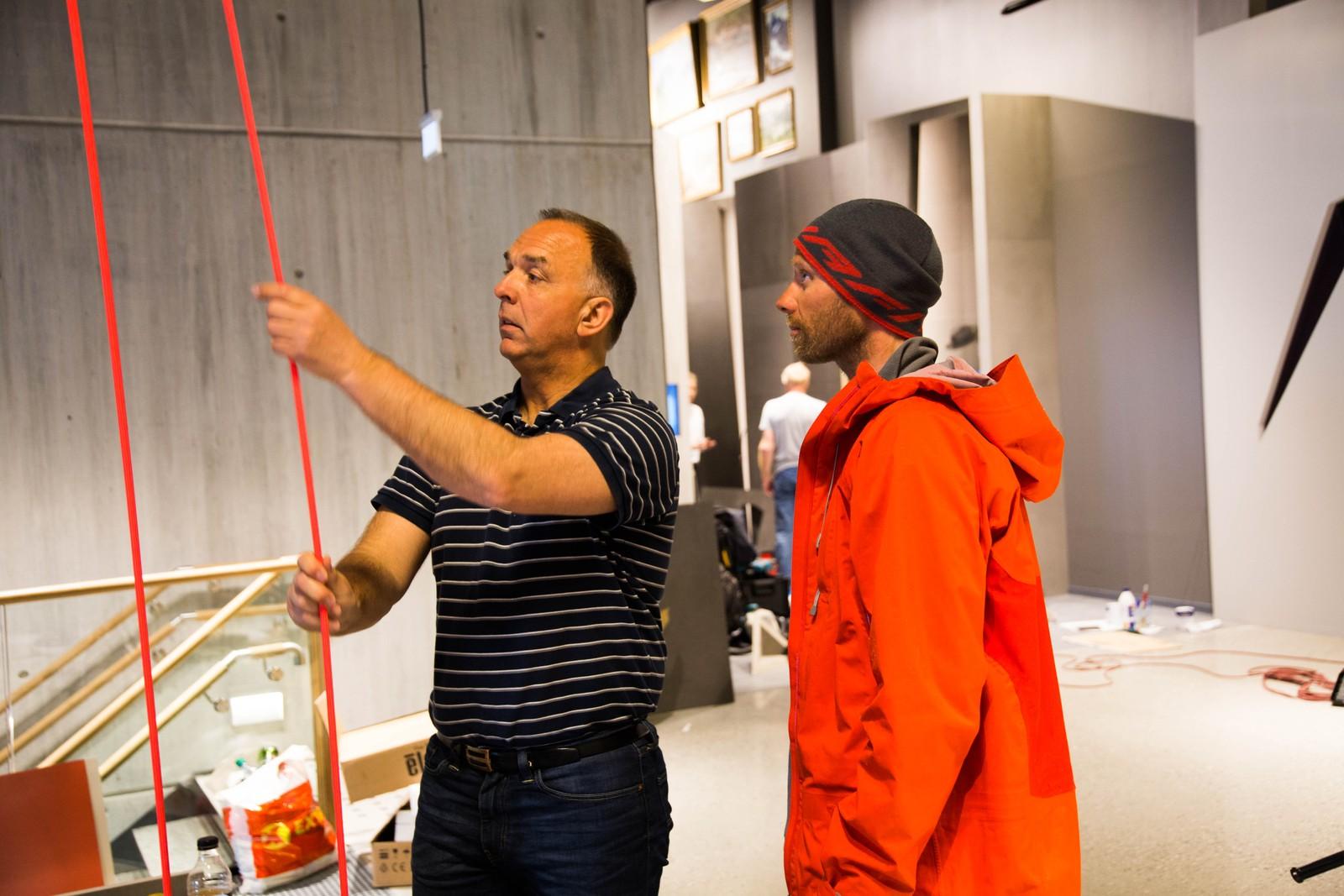 Her prøves informasjonssystemet med klatretau. Det er mange spennende måter å formidle tindehistorien i Rauma på.