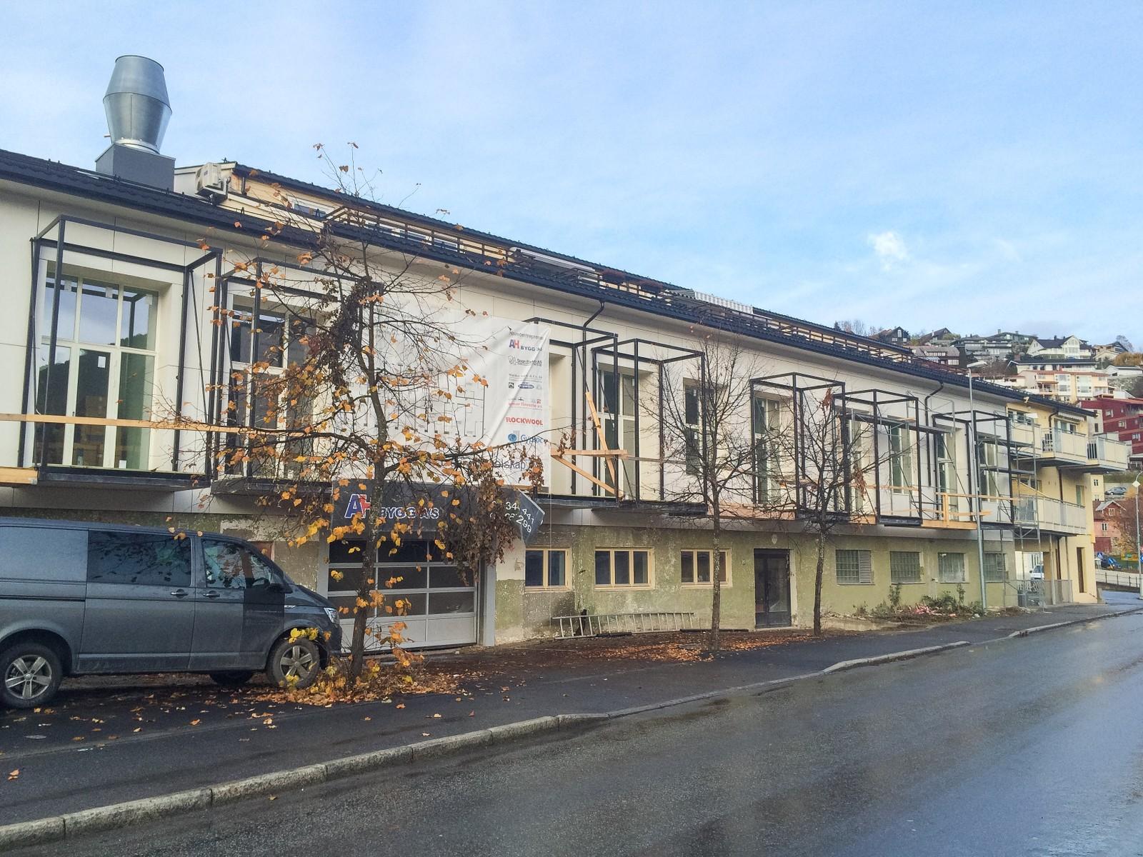 LEILEGHEITER I MEIERI: Ni nye leilegheiter er under oppføring i den gamle produksjonshallen i Meieriet. Skal vere ferdige i desember.