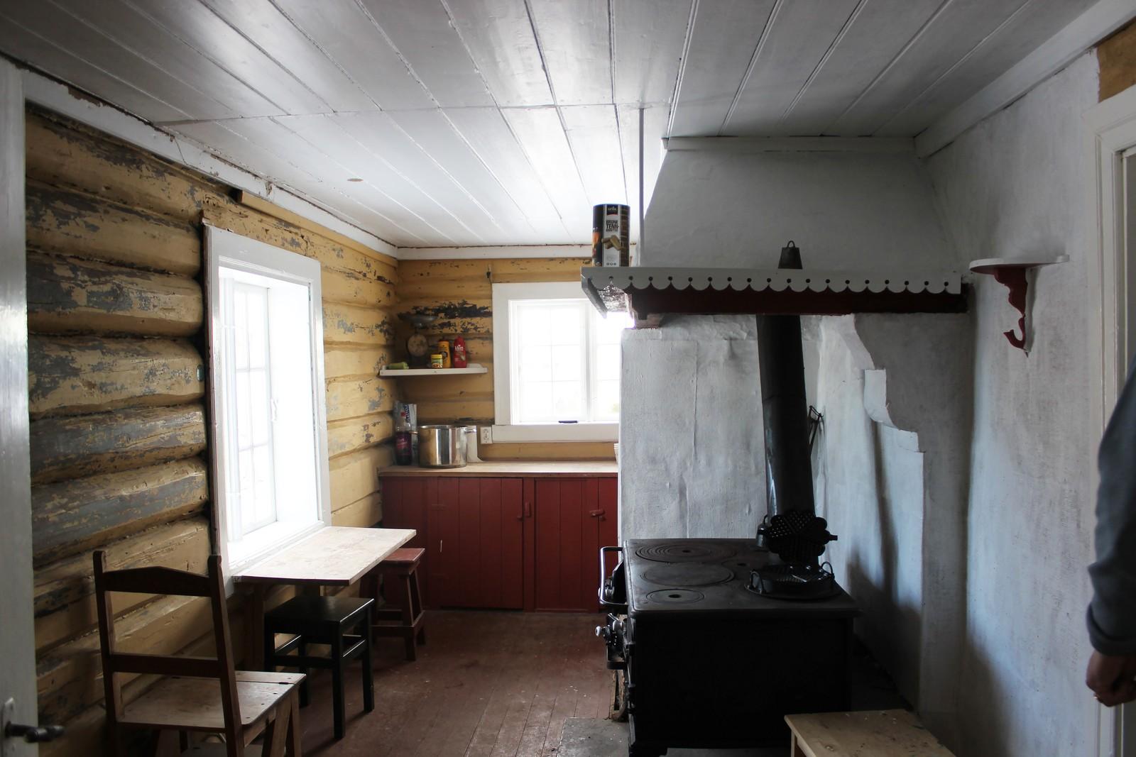 Her i kjøkkenet lagde mor Edith mat til mann og barn.