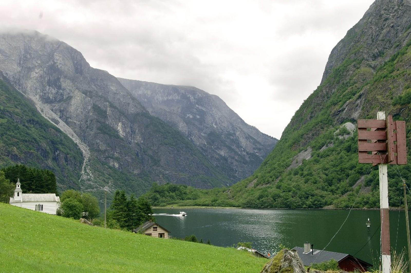 NÆRØYFJORDEN: Verdensarven Vestnorsk fjordlandskap omfatter Geirangerfjorden i Møre og Romsdal og Nærøyfjorden i Sogn og Fjordane. De to spektakulære fjordområdene ligger 120 km fra hverandre og er geologisk sett eksempler på klassiske fjordlandskap. De viser hvordan landskapet har utviklet seg fra den siste istida fram til i dag.