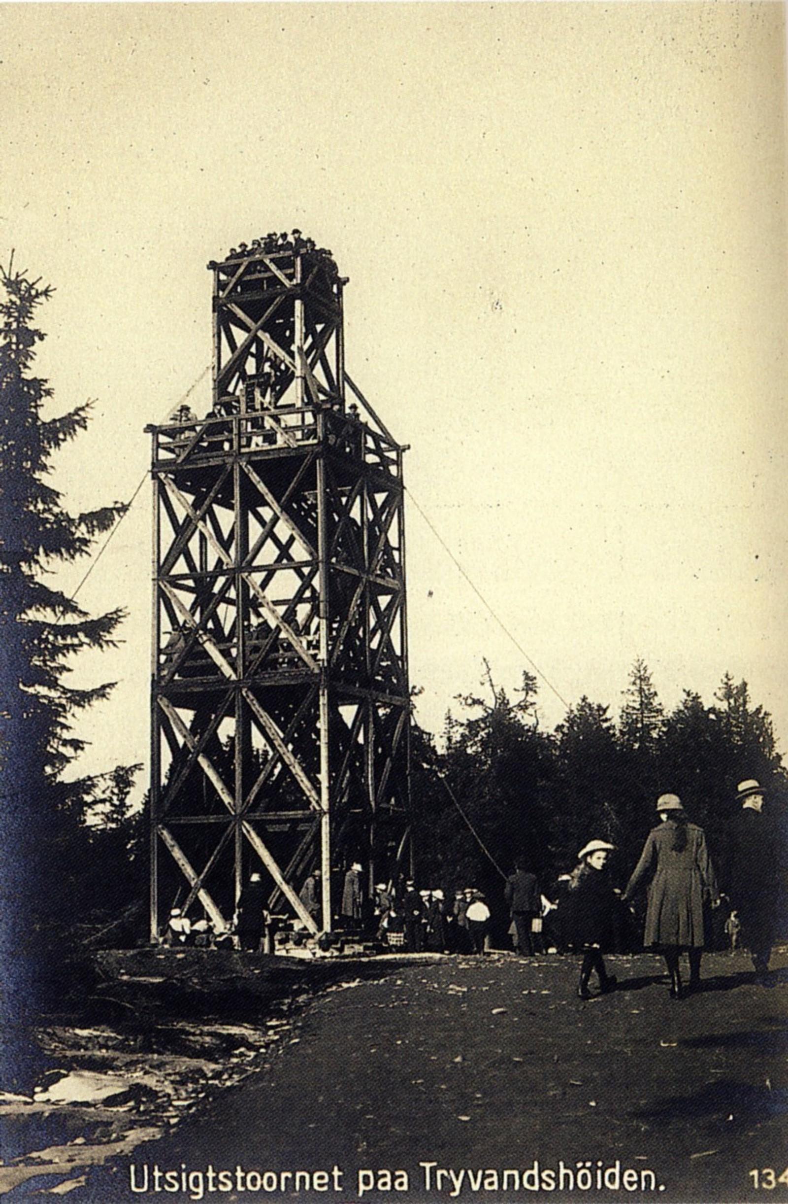 Dette er det andre Tryvannstårnet, som sto fra 1883 til 1923.