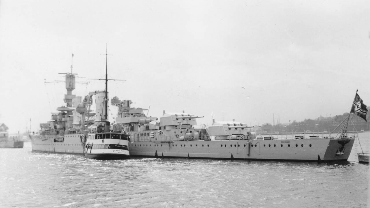 Krysser Karlsruhe 1929-6650 og ferge MS Stadt Kiel 1934-176 i Kiel