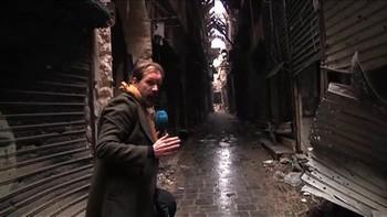 I Syria har mye av de hardeste kampene vært kjempet i Gamlebyen i Aleppo. NRK har fått unik tilgang til denne delen av byen hvor ødeleggelsene er store og det er få tegn til en våpenhvile som FN har forsøkt å forhandle fram.
