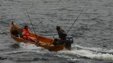 Lettere å fiske laks med elvebåt