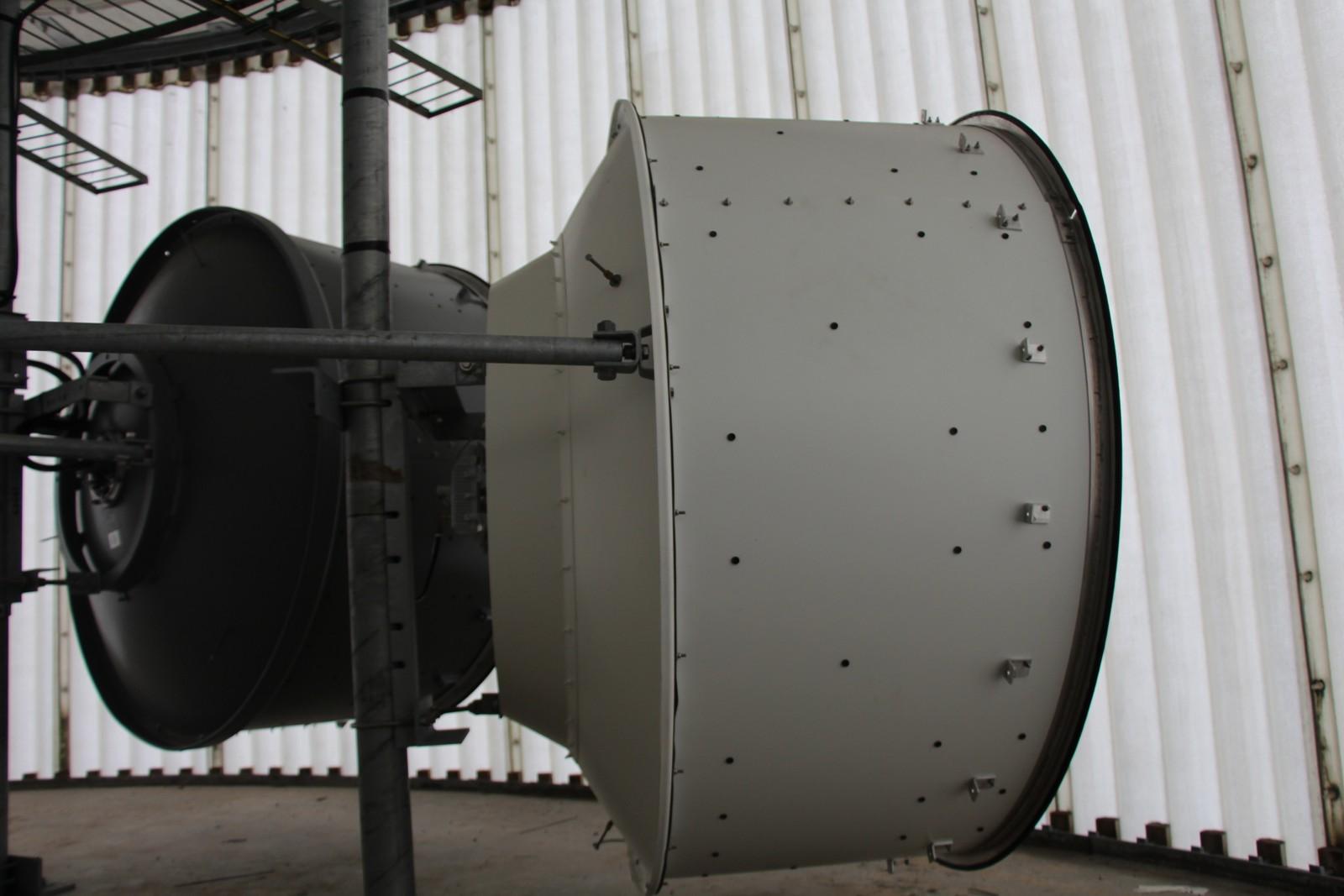 Det står igjen en del gammelt senderutstyr i Tryvannstårnet. Dette er TV-linker som ikke lenger er i bruk.