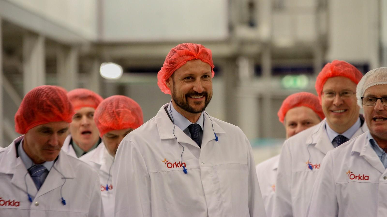 Kronprins Haakon var i godt humør og lo mye under besøket.