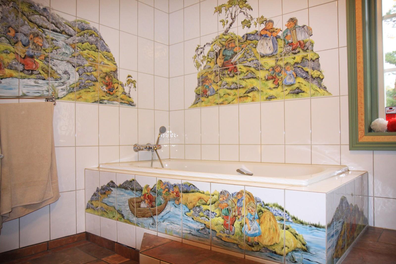 Troll dekorera flisene på badet.
