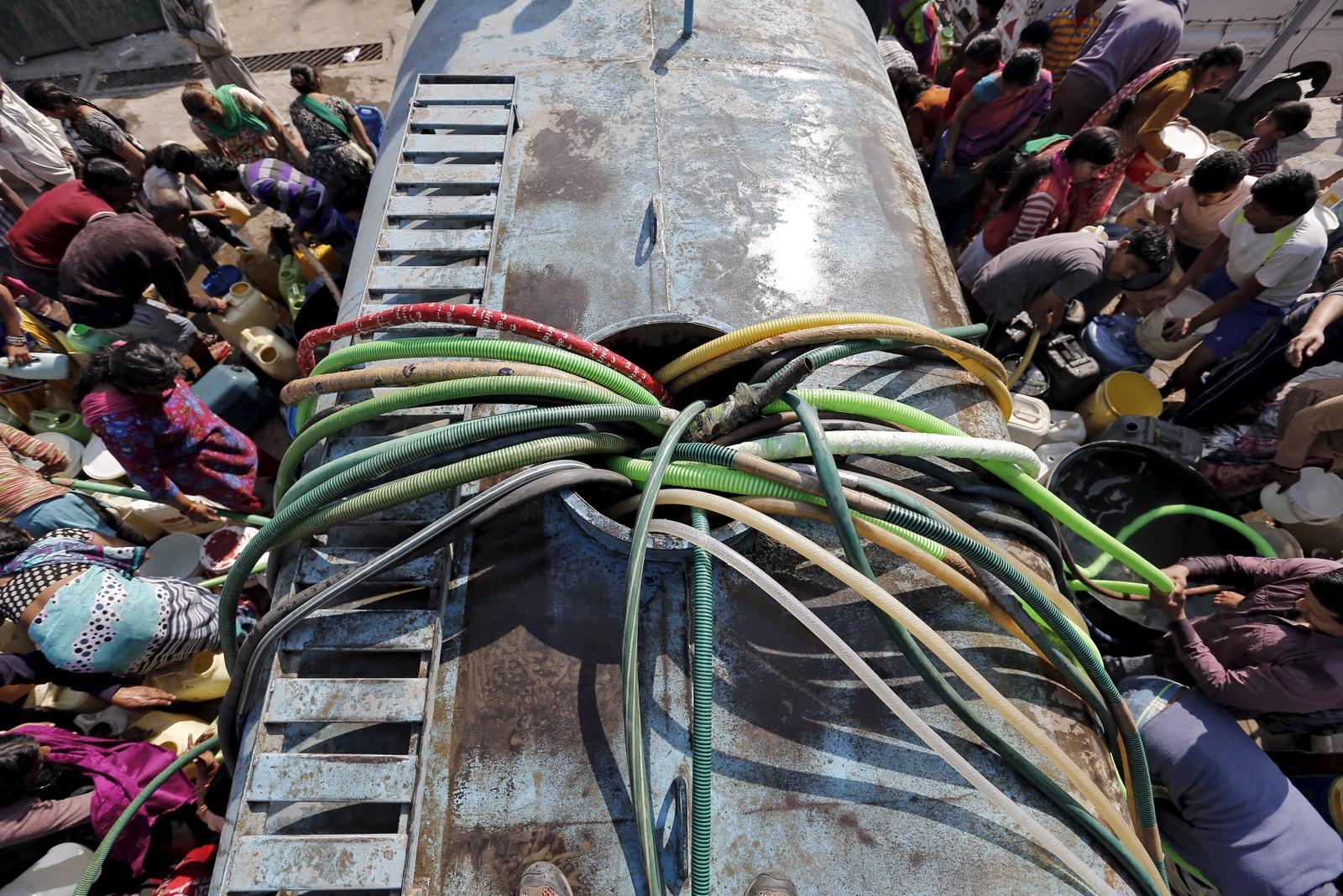 Vannkrisa i New Delhi, India, trua i mars vannforsyninga til rundt 20 millioner mennesker. Styresmaktene sendte ut tankbiler med vann til folket.