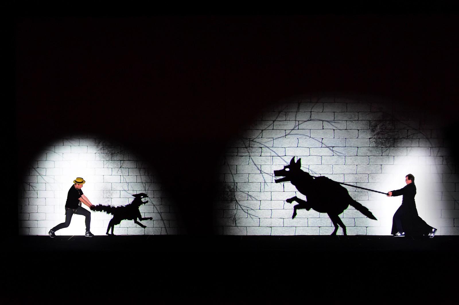"""Den norske operasangeren Tom Erik Lie (t.v.) skal spille rollen som Papageno i Tryllefløyten når den settes opp i Budapest. Det er Berlins """"Komische Oper"""" som står for produksjonen som har premiere under Budapests vårfestival."""