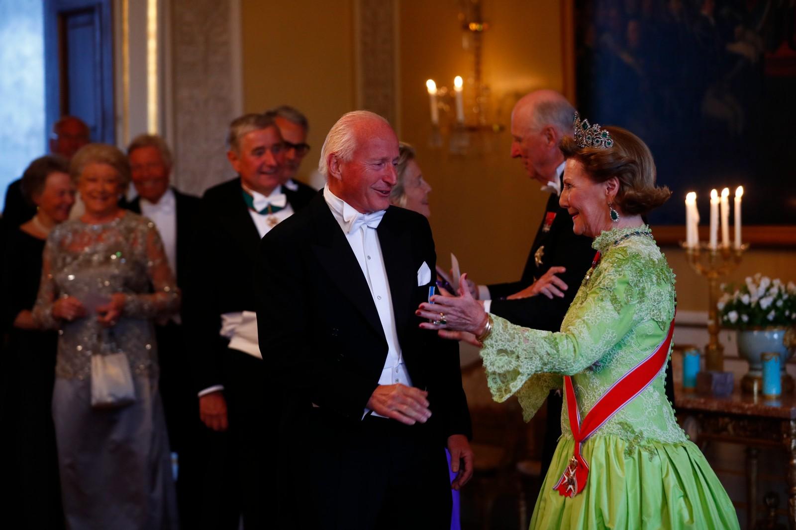 Kongeparet mottar gjester til gallamiddag på Slottet i anledning sin 80-årsfeiring.