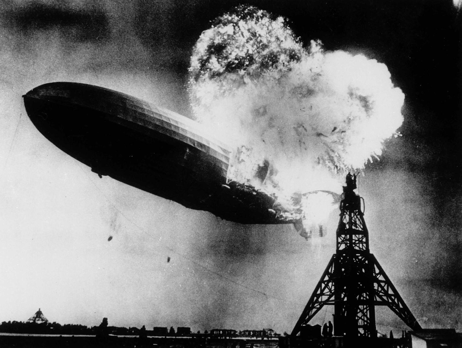 HINDENBURG-KATASTROFEN: I 1937 klarte Sam Shere å fotografere det tyske luftskipet Hindenburg, da det tok fyr og hydrogenkassen i skipet eksploderte. 32 år senere ble fotografiet brukt som cover på Led Zeppelins debutalbum.