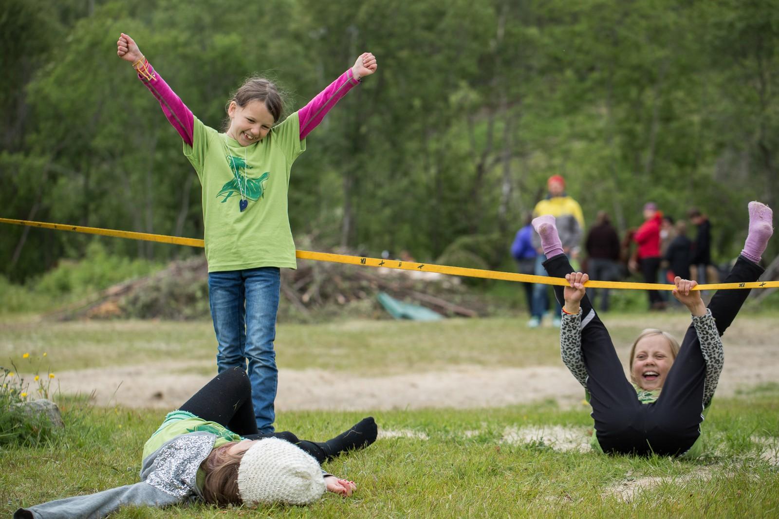 Det er mange aktiviteter å delta på for barna som er med på festivalen, blant annet å gå på line.