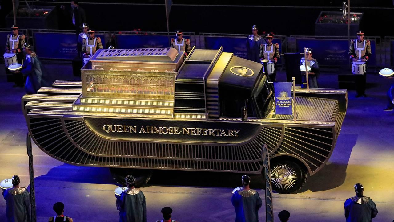 Dronning Ahymose-Nefertaris vogn under faraoenes gyldne parade.