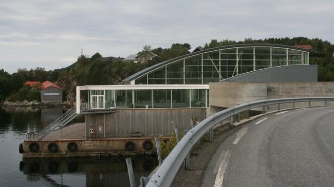 Badeanlegget Havhesten er bygt der Florø Sildoljefabrikk låg.. Foto: Kjell Arvid Stølen, NRK.