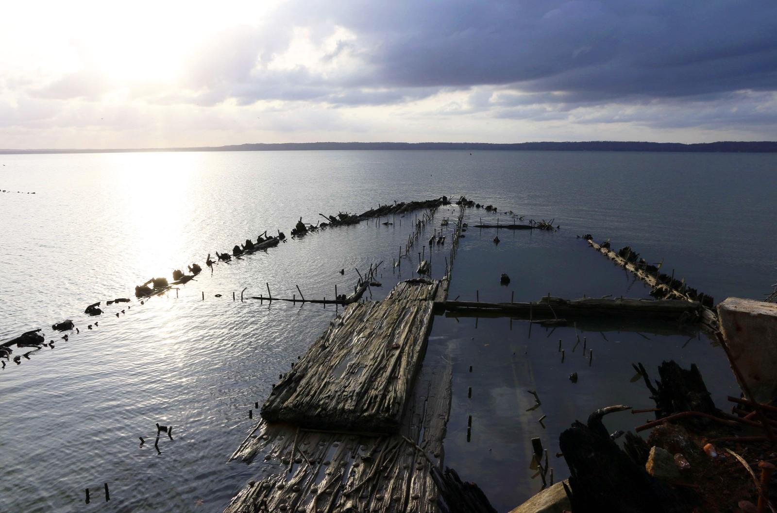 De fleste av de gamle treskutene er nedbrevt til vannlinjen.