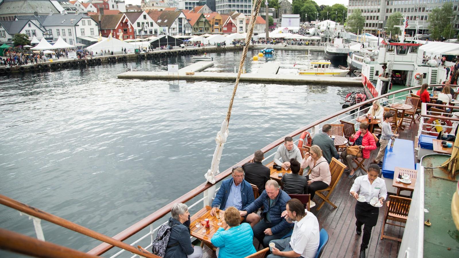 Mange koste seg om bord på MS Sandnes i Vågen i Stavanger.