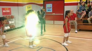 Frankie blir plutselig god i volleyball!