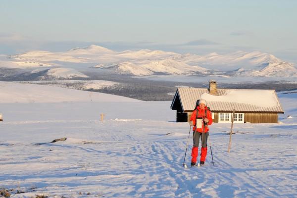 Jammerdalsbu med Rondane bak, 18. mars 2012  - Foto: Albrecht von Hessberg