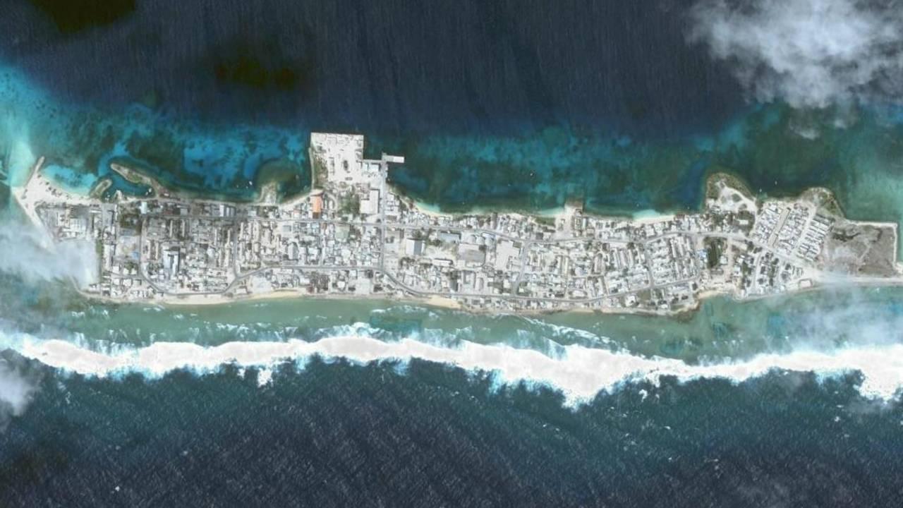 Øya Ebeye, som er en del av Kwajaleinatollen på Marshalløyene. Her bor Litokne Kabua med familien.
