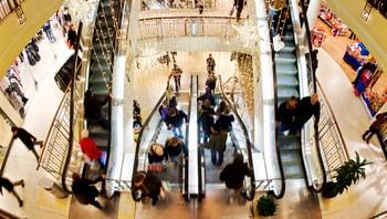 Travel rulletrapp på et kjøpesenter i julestria