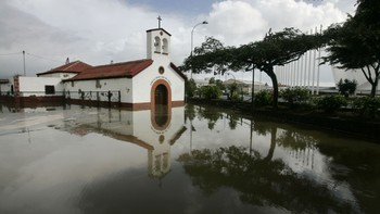 Kirke står under vann på Tenerife