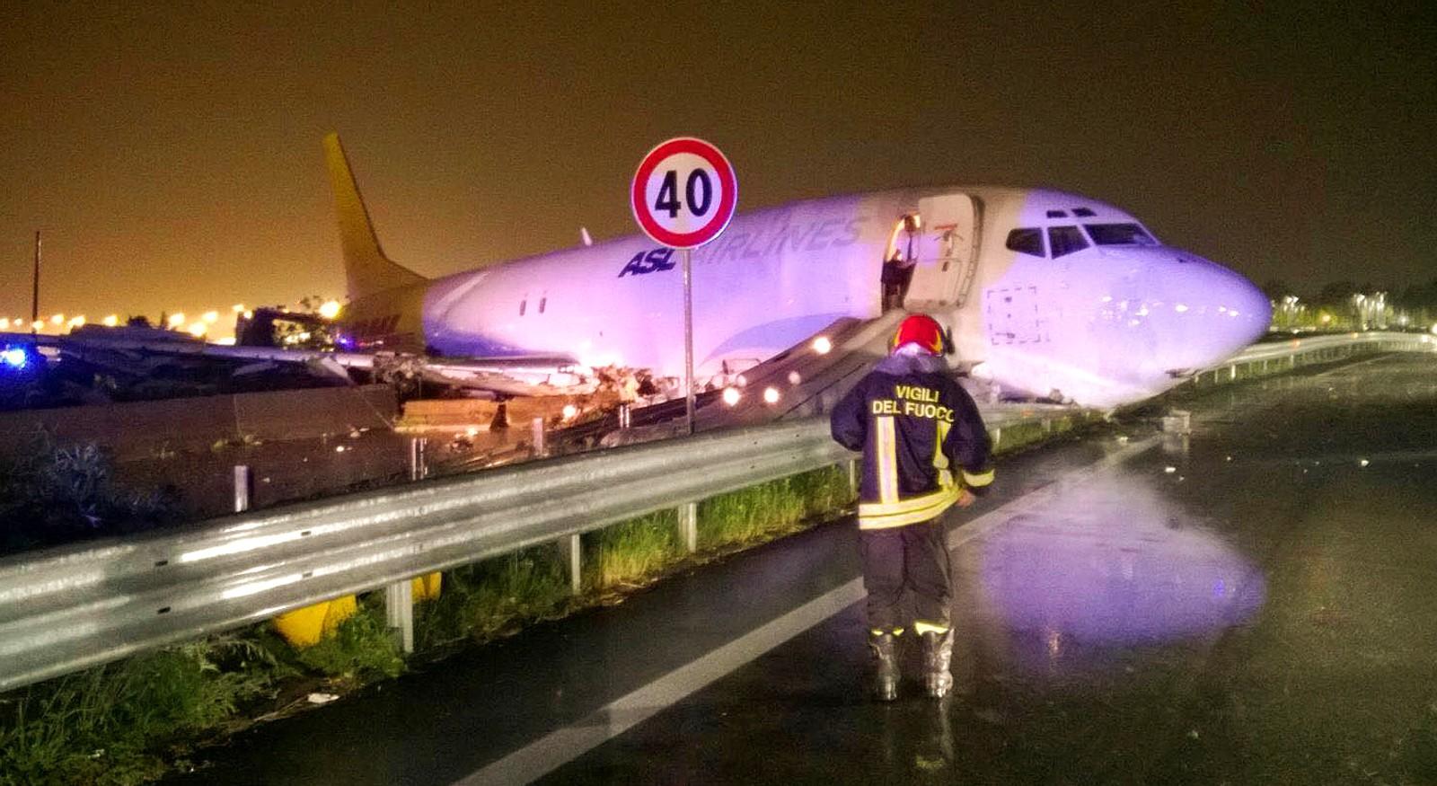 Et lastefly skled ut av flyplassen og ut på en vei i Bergamo i Italia i morgentimene den 5. august. Det skal ha vært et voldsomt regnvær like før ulykken. Flyet skal ha ødelagt noen leiebiler, men heldigvis ble ingen mennesker skadd.