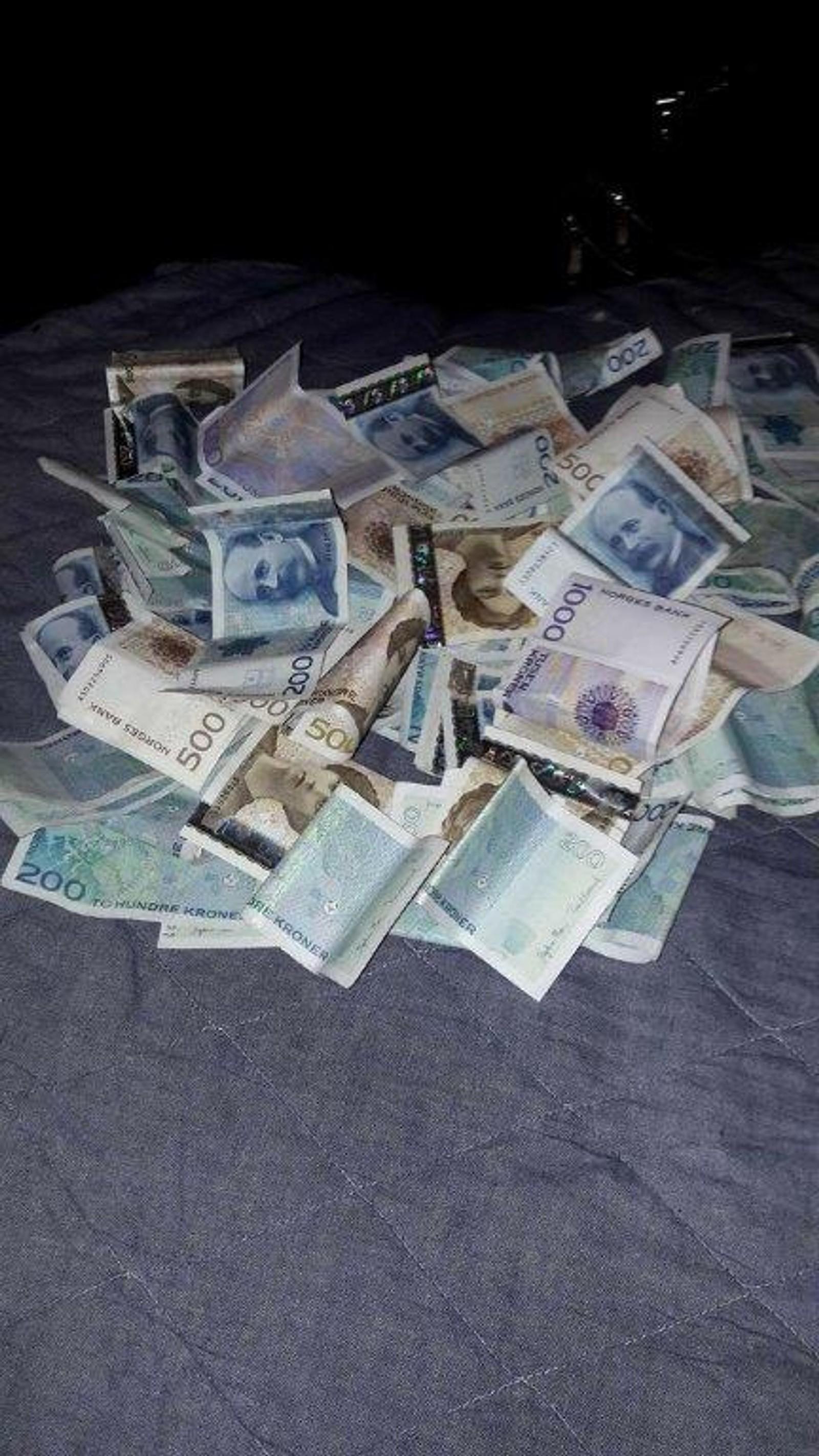 Her er et eksempel på bilder av penger som er publisert av nettverket i Bergen.