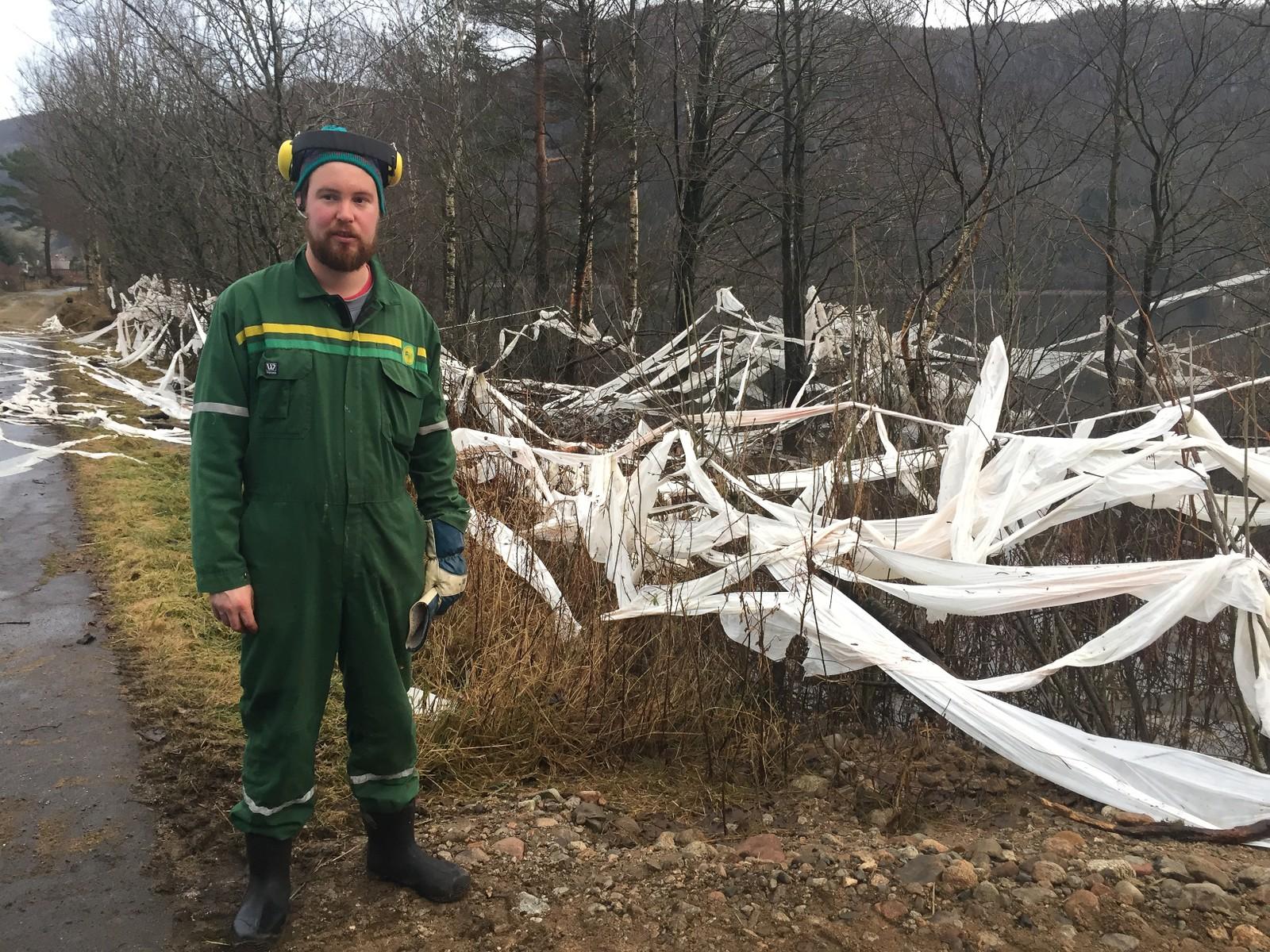 Øyvind Steinnes rykket ut for å hjelpe naboene i Hovsherad å rydde opp.