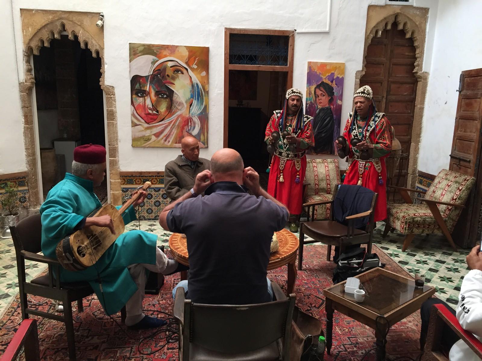 Marokkanske gnawamusikere i artistresidensen i Rabat i 2016.