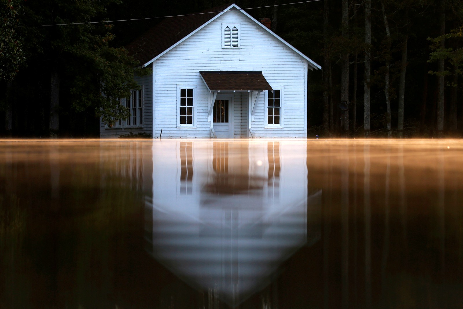 Det er stille etter at orkanen Matthew har rast fra seg i Lumberton i Nord-Carolina i USA.