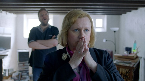 Gjengen vår prøver å finne ut hva som har skjedd med Caroline. Torill mener nok er nok og prøver å splitte gjengen en gang for alle.