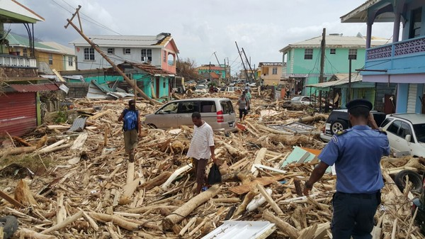 SLÅTT UT: På Dominica er folk og myndigheter slått ut og i sjokk etter orkanen. Ødeleggelsene er enorme.
