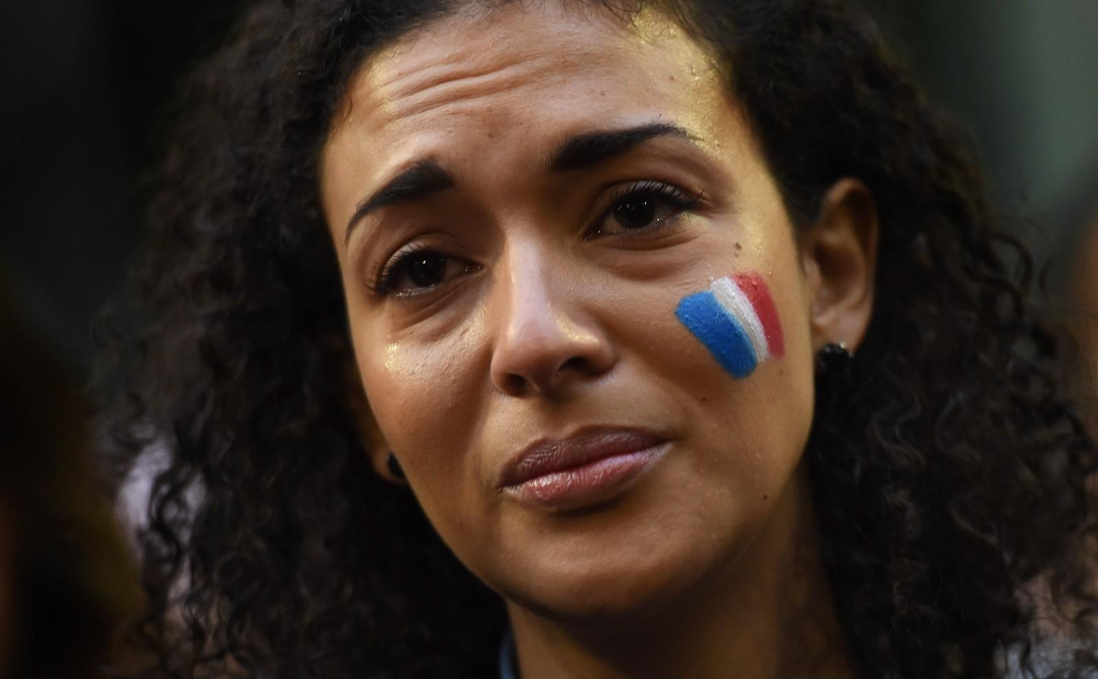 En kvinne i Sydney uttrykket sorg over de tragiske hendelsene i Paris.