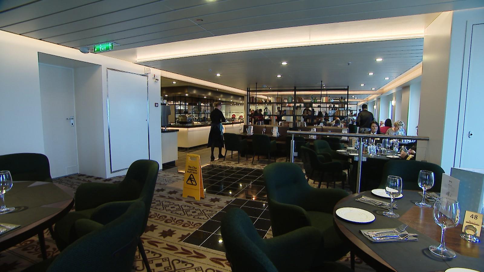 Restauranten om bord i «Kong Harald».
