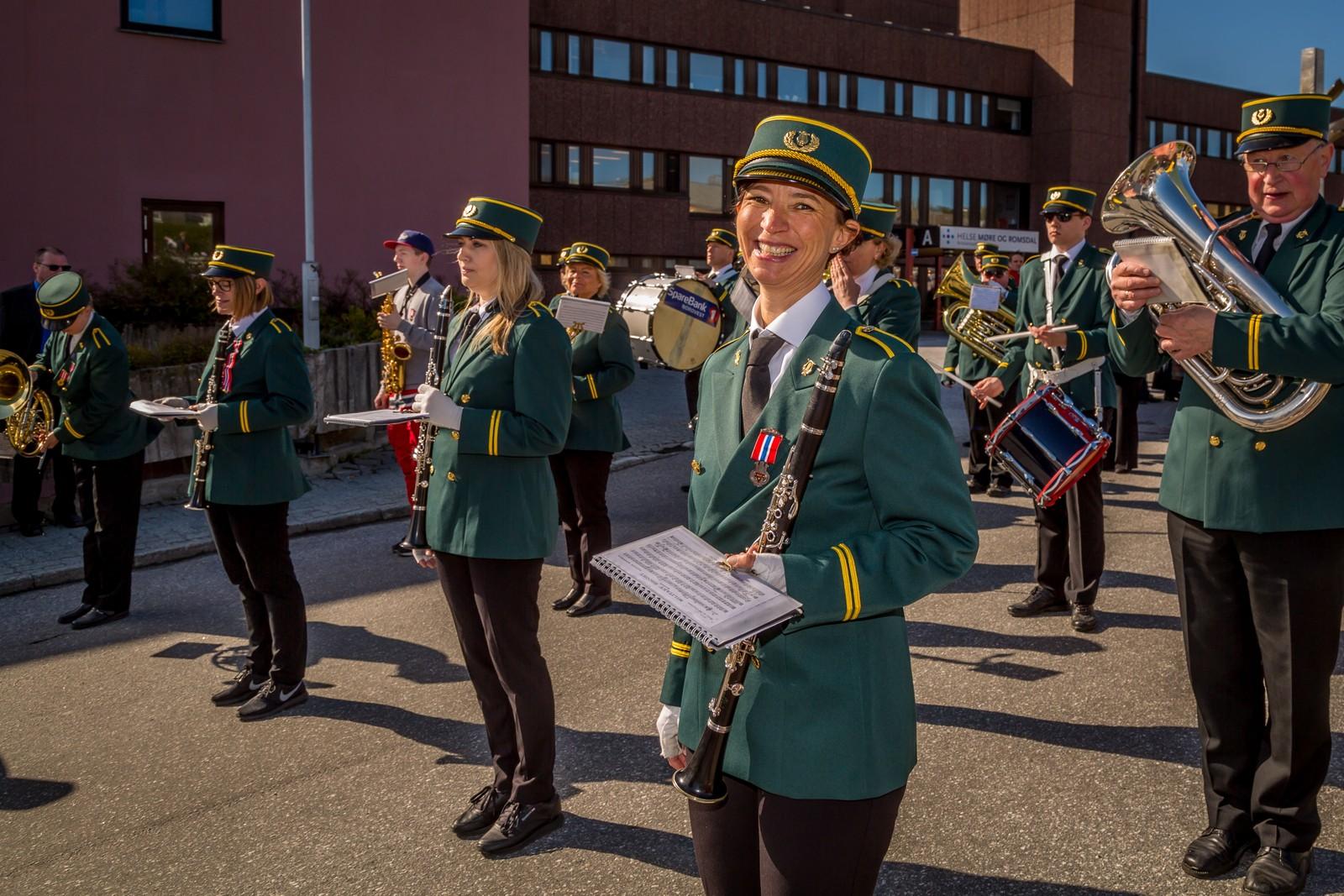 Wenche Aasprong spiller klarinett i Ynglingeforeningens musikkorps
