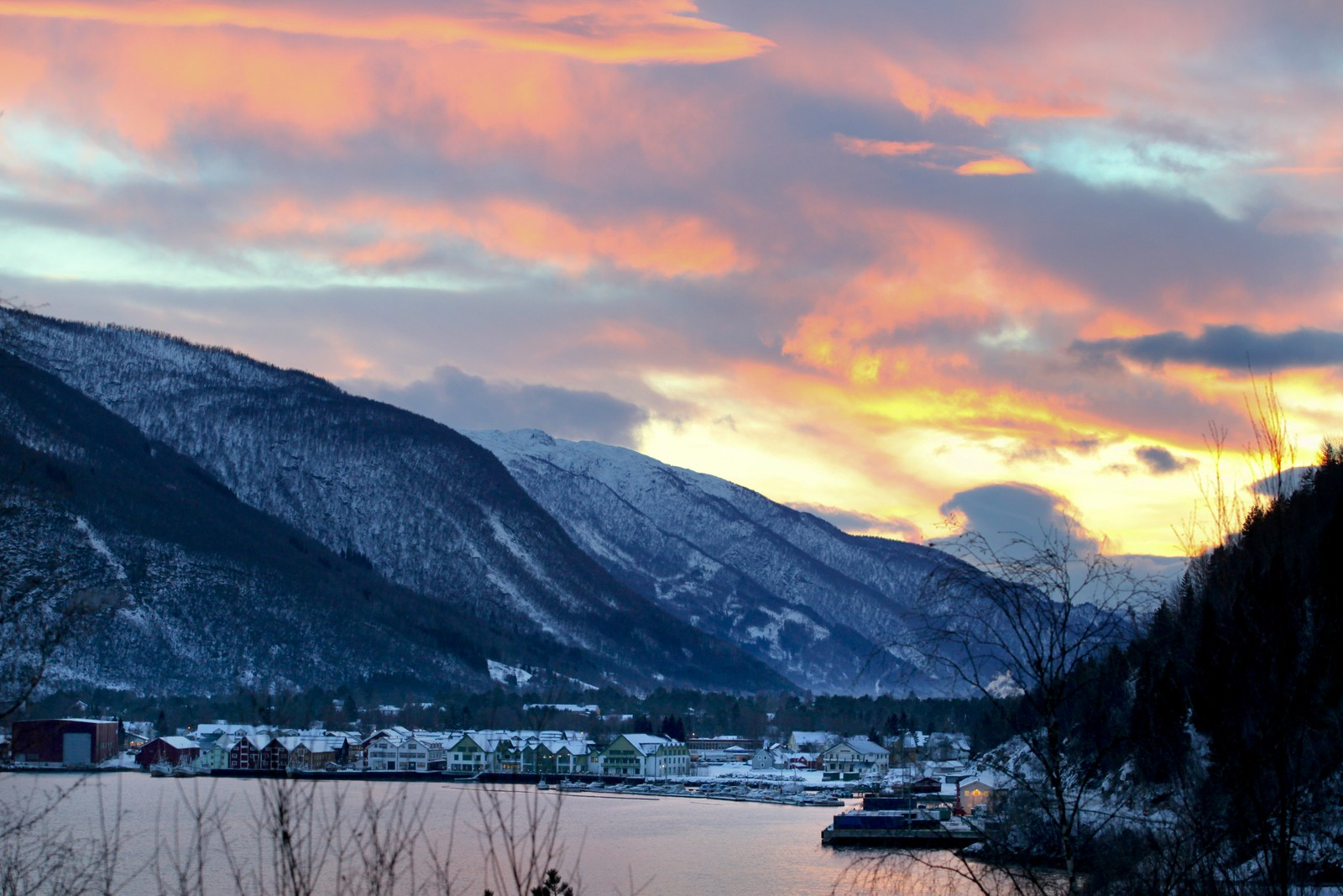 I Saltdal kommune bor det under 5 000 innbyggere. Det er like mange kommuner i Norge som er mindre enn Saltdal, som det er som er større enn nordlandskommunen.