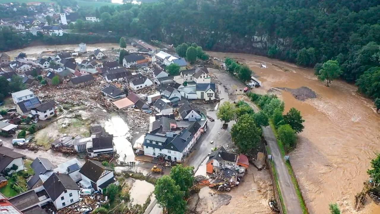 Den lille byen Schuld er oversvømt
