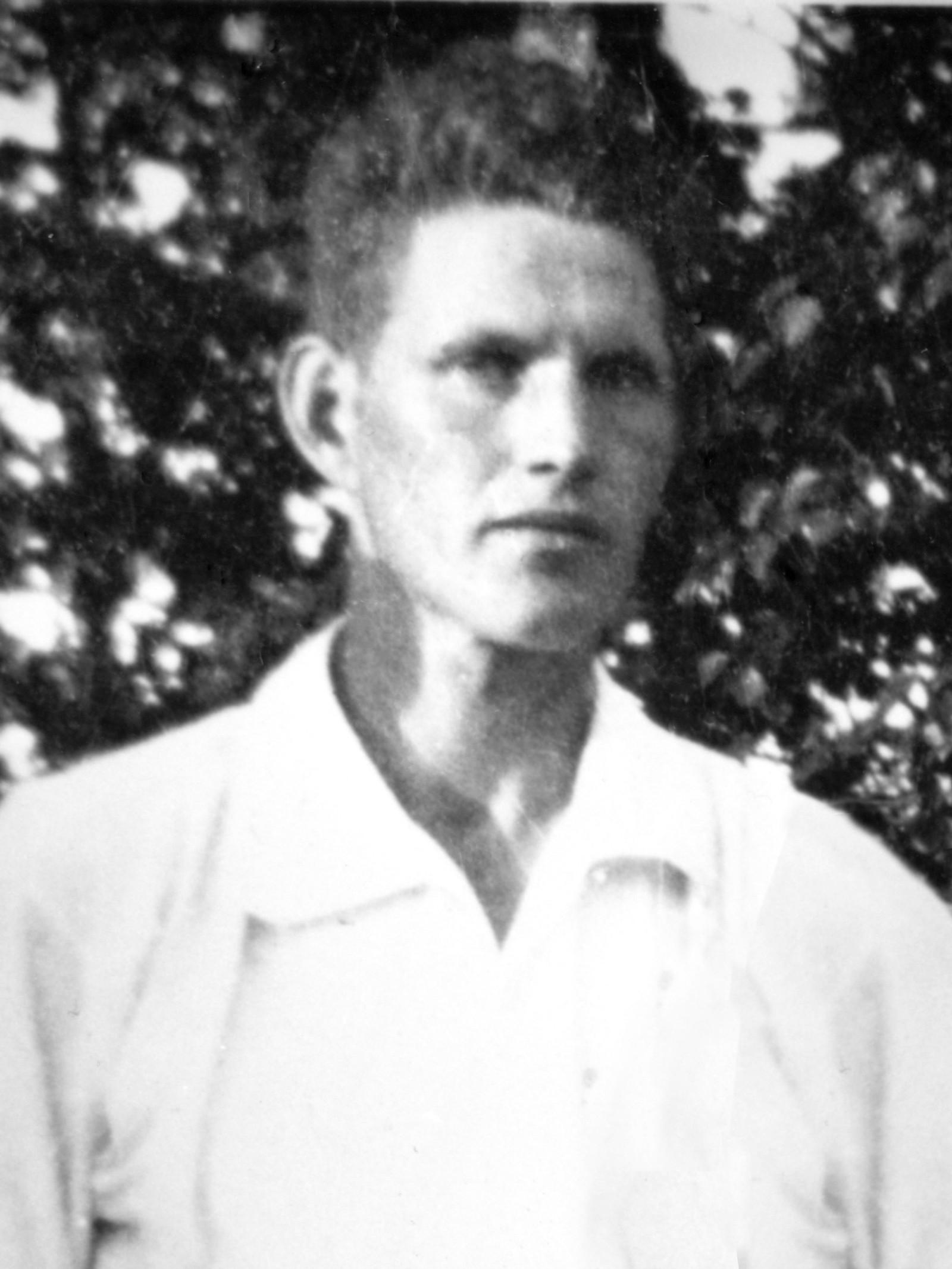 Kolbjørn Østhaug: Soldat, elektriker og skogsarbeider fra Åsnes. Møtte tilmobilsering, ble truffet av granatsplinter i magen og døde på fylkessjukehuset i Elverum.