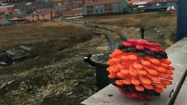 En spesiell vaskeball som er laget for å samle opp mikroplast fra fleeceklær i vaskemaskinen.