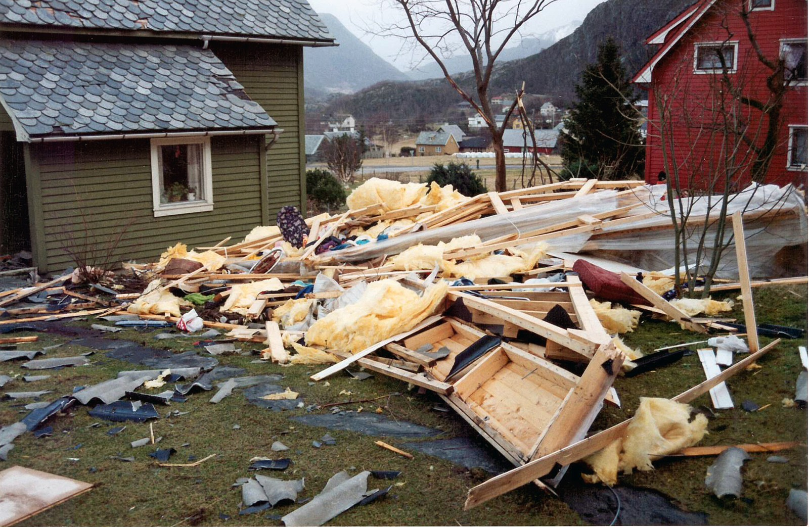 KRIGSSTI: Det såg ut som ein krigssti etter at orkanen hadde fått herja frå seg.