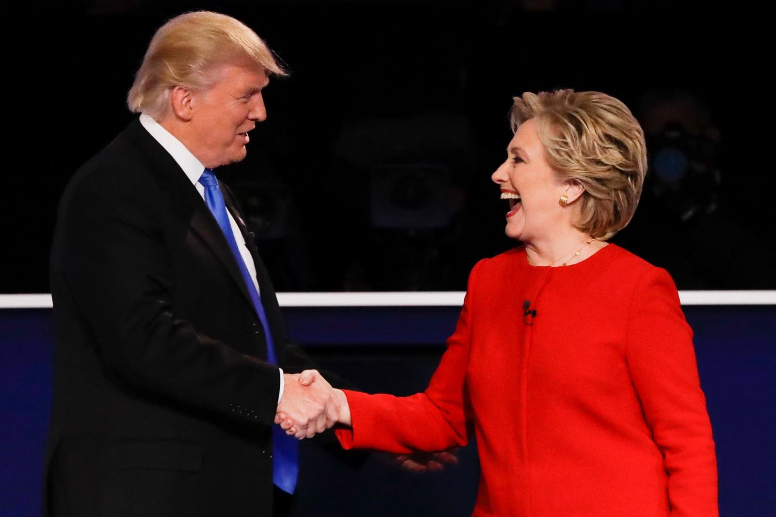 Også etter debatten var stemningen gemyttelig, og de to motkandidatene tok hverandre i hendene.
