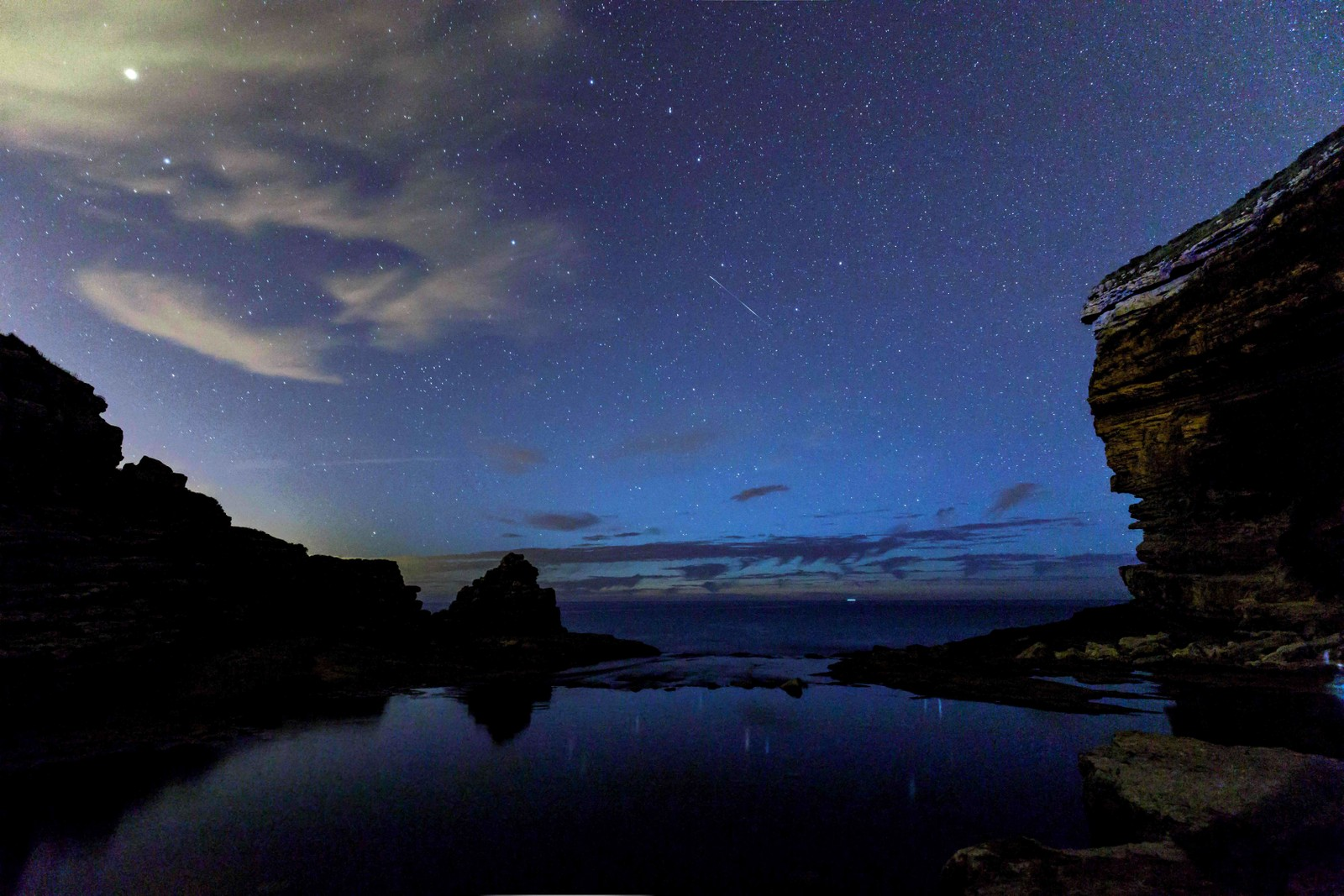 Meteorsvermen Perseidene sett fra Comillas i Spania.