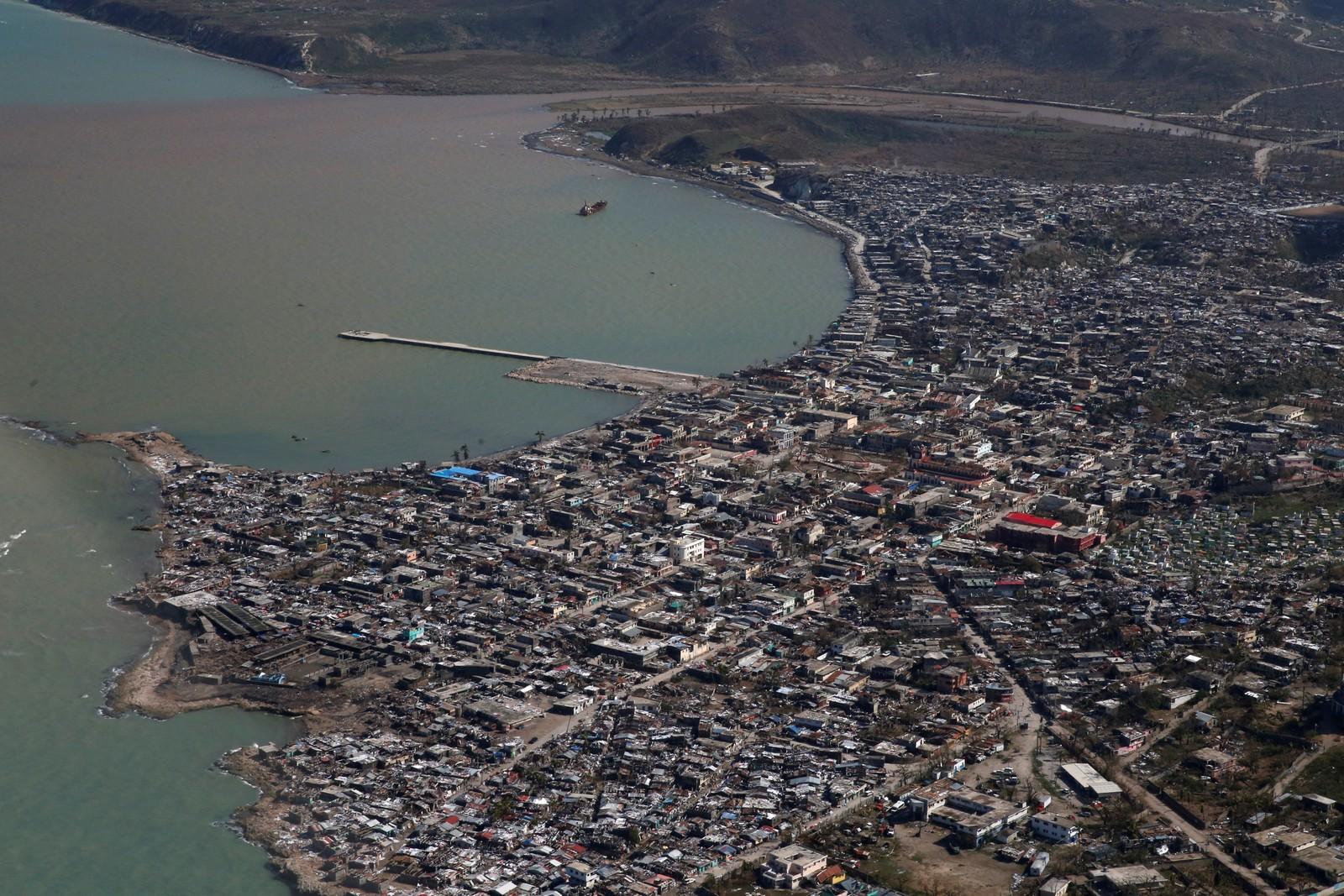 Byen Jeremine ligger helt sør i Haiti og er trolig den byen som ble hardest rammet. Opp mot 90 prosent av byen er ødelagt.